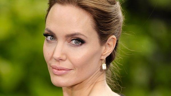 Čo všetko má Angelina Jolie pred sebou po odstránení vaječníkov? Mala iné možnosti?